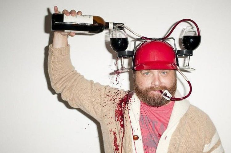 Zach boit du vin