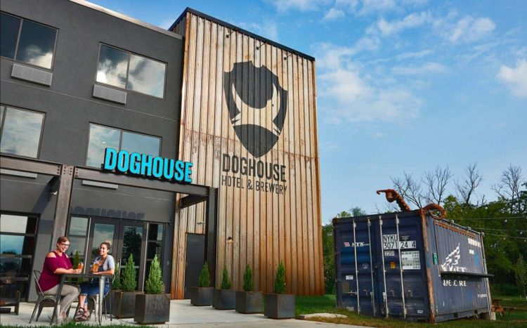 Doghouse Hotel & Brewery