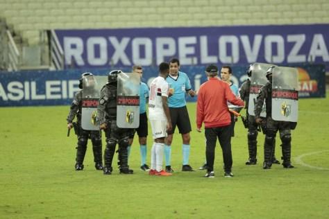 CBF diz que comunicação paralela com o árbitro de campo causou decisão polêmica em Ceará e São Paulo | Ceará Sporting Club | Time - Notícias | Esportes O POVO