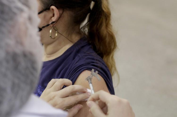 FORTALEZA, CE, BRASIL, 30.06.2021: Vacinacao no centro de eventos tem movimentacao muito baixa. (Foto: Thais Mesquita/O POVO)