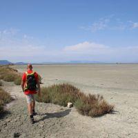 De paden op, de zoutpannen in bij Lefkimi, zuid-Corfu
