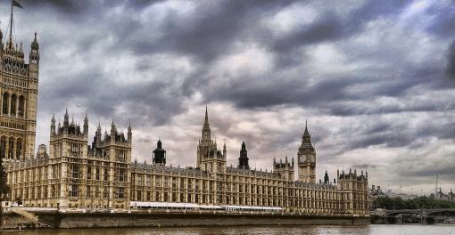 Foto: Pixabay.  primer ministro británico, David Cameron, anunció, a principios de 2013, la celebración de un referéndum si ganaba las elecciones generales de 2015. Cameron lo hizo en respuesta a las presiones ejercidas por parlamentarios de su partido y por miembros del UKIP (Partido por la Independencia del Reino Unido), que defendían que los británicos no se han podido pronunciar desde la consulta de 1975 en la que votaron a favor—67% de los sufragios— de permanecer en el bloque comunitario.
