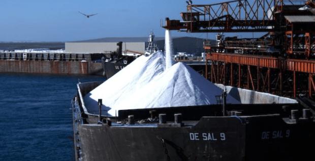 Foto: Cofepris. La empresa opera también las instalaciones de carga de barcos en Isla de Cedros, Baja California, con capacidad para recibir y cargar barcos hasta de 180,000 toneladas.