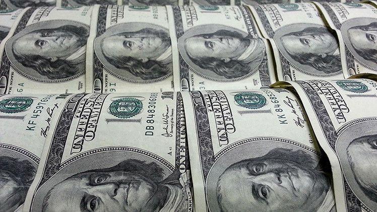 El peso cerró la sesión con una depreciación de 0.67% o 12.6 centavos, cotizando alrededor de 18.91 pesos por dólar, como consecuencia de un marcado incremento de la percepción de riesgo en los mercados financieros globales ante la amenaza del coronavirus, que ha infectado a más de 2700 personas en China y que podría ocasionar brotes en otros países.