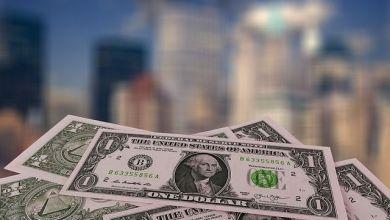 El peso se deprecia frente al dólar en el inicio de semana.