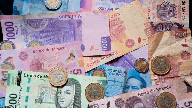 El euro-peso alcanzó un mínimo de 21.4332 y un máximo de 21.5609 pesos por euro en las cotizaciones interbancarias a la venta. Por su parte, el euro tocó un mínimo de 1.0992 y un máximo de 1.1025 dólares por euro.