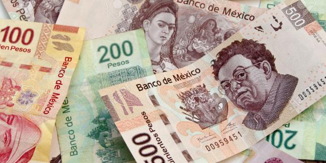 En la sesión, la paridad peso-dólar se ubicó en un mínimo de 19.4363 y un máximo de 19.5824 pesos por dólar.