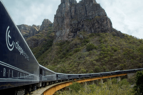"The Chihuahua al Pacifico ""Chepe"" Railroad maintains its operations with a 40% discount on the cost of tickets, informed the Ferromex deputy director of Tourism, Jimena Ramírez Lombana."