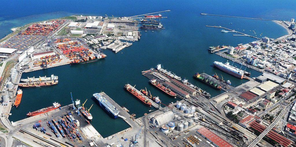 En general, esta infraestructura es una pequeña parte de un proyecto para modernizar y ampliar el Puerto de Veracruz, de 1,600 millones de dólares, que contempla construir cinco nuevas terminales y una nueva zona de procesamiento posterior y logística.