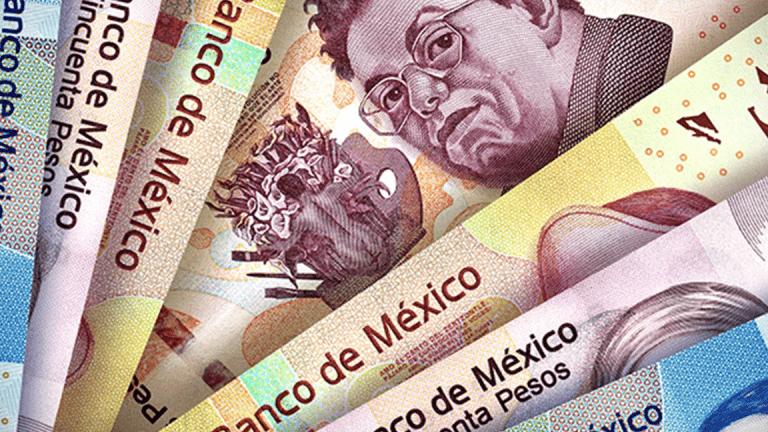 El peso inicia la sesión con una apreciación de 0.59% u 11.1 centavos, cotizando alrededor de 18.71 pesos por dólar, debido a una corrección en los mercados financieros a nivel global, después del fuerte episodio de incertidumbre que se observó en las últimas semanas por el avance del brote de coronavirus.