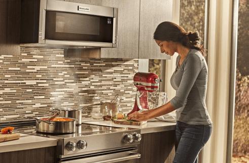 Whirlpool Corporation destacó que la industria de electrodomésticos es intensa, con competidores como Arcelik, BSH (Bosch), Electrolux, Haier, Kenmore, LG, Mabe, Midea, Panasonic y Samsung.