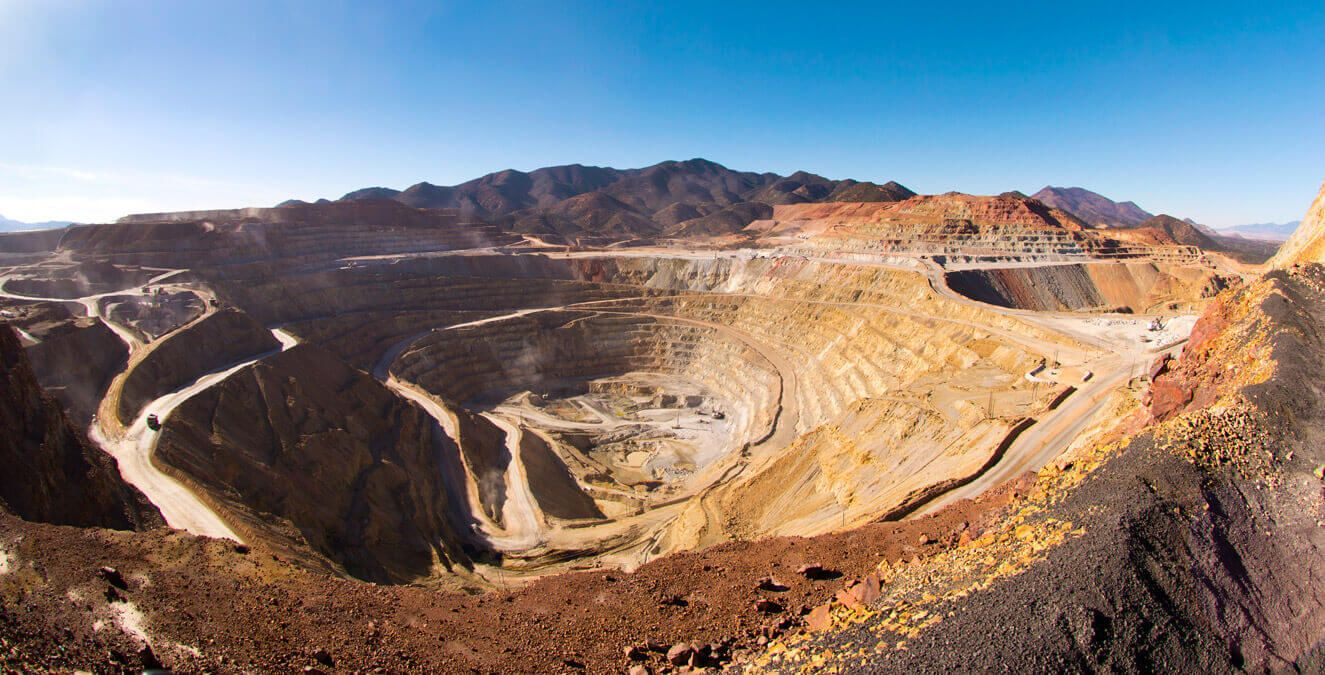 One of the main factors in the drop in investment in mining exploration in Mexico is due to the elimination of the immediate deductibility of investments in this area, according to the Mexican Mining Chamber (Camimex).