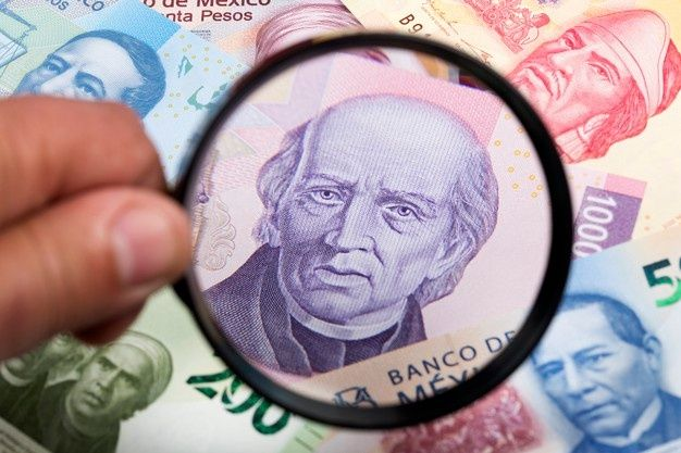 The mexican peso starts the session with a depreciation of 0.81% or 16.3 cents, trading around 20.32 pesos per US dollar.