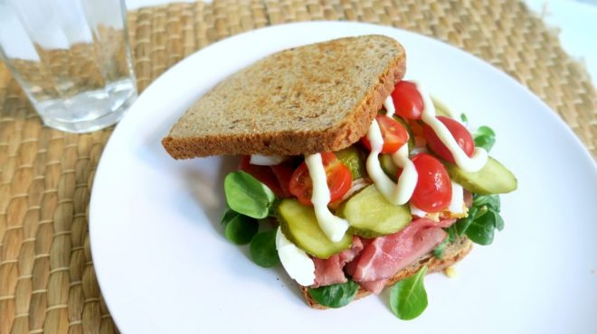 gezonde sandwich met rosbief