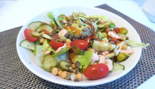 salade met garnaal en kikkererwten