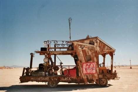 Redneck art car parkeret på playaen