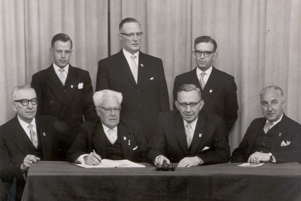 Serie artikelen over 100 jaar Oranjevereniging geschreven door wijlen journalist Antoon Koch