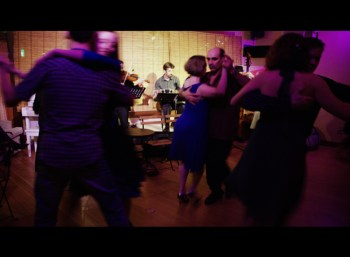 Sooner or later everyone gets it right---milonga Saturday night at the Tango Berretin, and the close embrace is de rigueur.