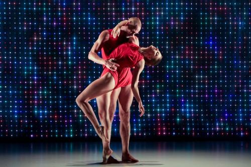 "Sydney Dance Company dances ""2 One Another""/Ken Butti"