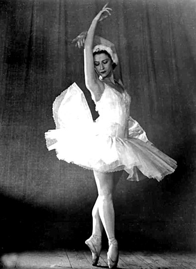 "Plisetskaya in ""Swan Lake"" with the Bolshoi Ballet, 1966. Photofest/Wikimedia Commons"