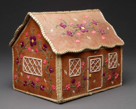 """Cottage"", 2000, Irene Desmoulin (1920-2013), Odawa, Manitoulin Island, Ontario. 7.25 x 7 inches. Birchbark, quills, sweetgrass, dye. Photo: Ralph T. Coe Foundation."