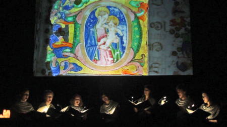In Mulieribus used video projections of illuminated manuscripts in Horae.