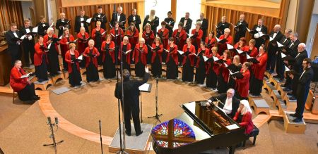 Scott Tuomi led Oregon Chorale's spring concert. Photo: Don White.