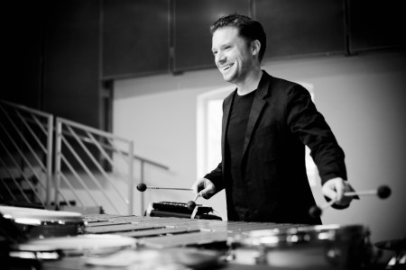 Colin Currie performs with the Oregon Symphony. Photo: Marco Borggreve.