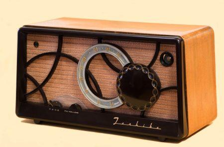 1955 Toshiba Vacuum Tube Radio. Masaki Ikeda/Wikimedia Commons