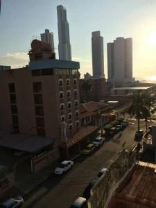 Auringonnousu Panama Cityssä