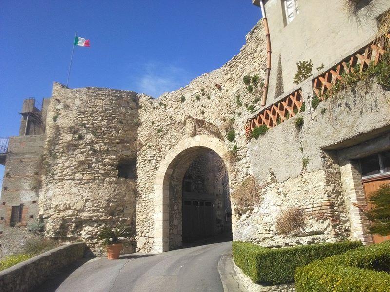 Proposta Turistica 3.0, alla scoperta del Borgo di Rometta e delle Grotte Saracene