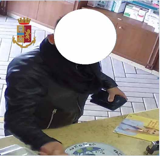 Rubano portafogli e svuotano il conto del malcapitato, due arresti della Polizia di Stato