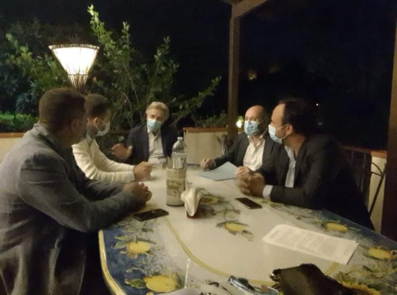 Barcellona PG. Produttivo incontro su problematiche pazienti oncologici organizzato dai Dott.ri Iannelli e Gambadauro. Presenti il Prof. Adamo nella qualità di osservatore e gli On.li Catalfamo e Galluzzo