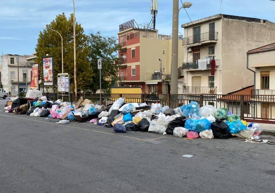 """Barcellona PG. Micro discariche in città. Appello: """"E' questa la città che vogliamo?"""". Botta e risposta Ceraolo-Calabrò"""