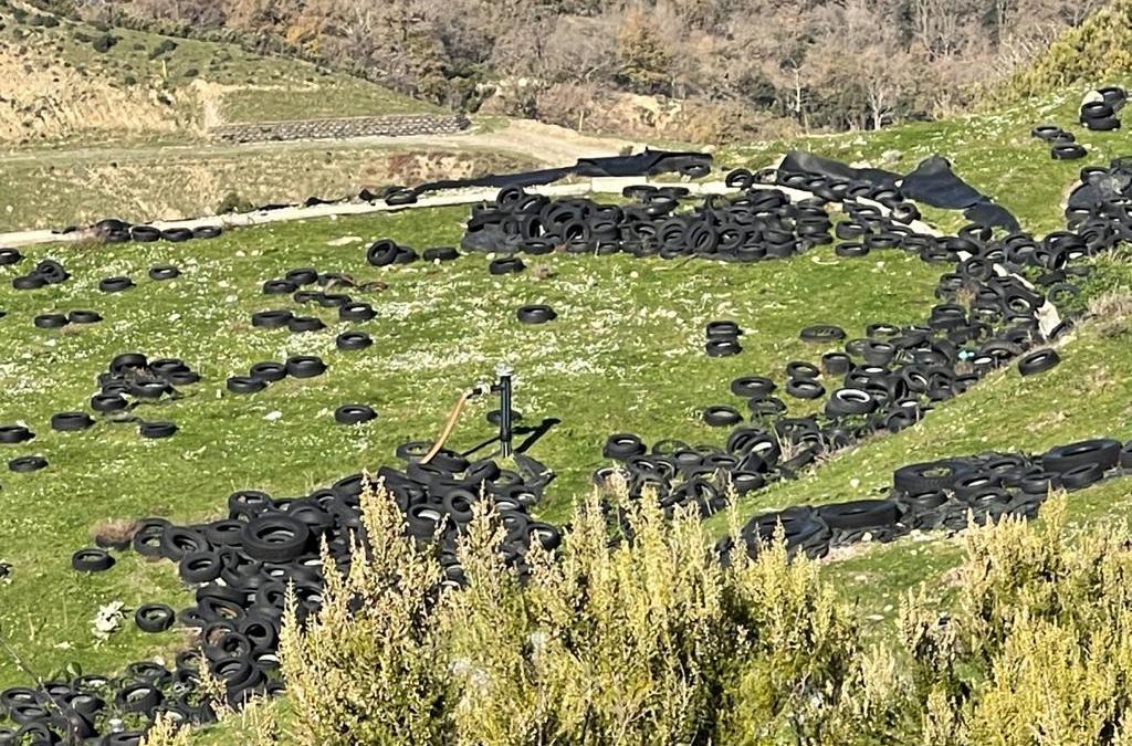 Novara di Sicilia. Discarica di pneumatici 'fuori uso' in contrada Guggitto