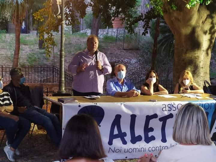 Milazzo. Francesco Pira ha presentato 'Figli delle App' al Giardino Letterario di Villa Vaccarino