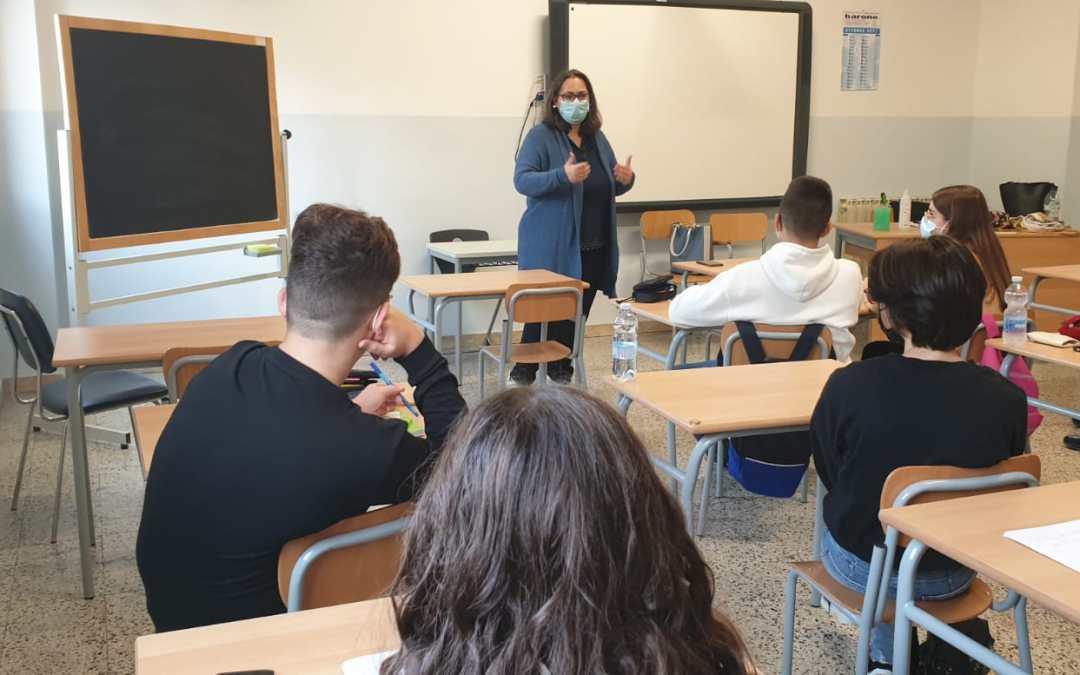Barcellona PG. La classe III A della Scuola Secondaria di Primo Grado G. Verga incontra Giulia Carmen Fasolo, operatrice del Centro antiviolenza Frida Kahlo onlus