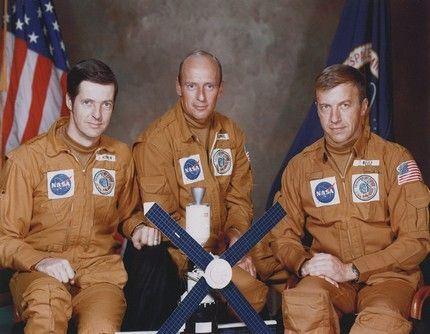 044 Skylab-2 2
