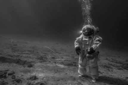 Apollo_11_under_the_sea_large