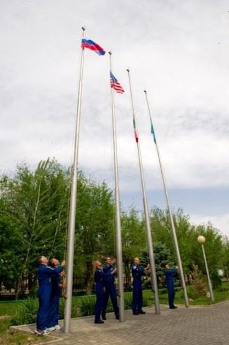 Soyuz TMA-09M icar bandeiras