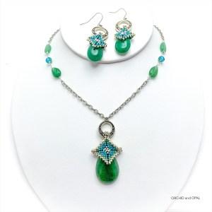 green aventurine beaded peyote pendant necklace and earrings