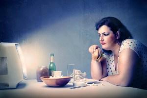 Does Binge Watching Causes Binge Eating?