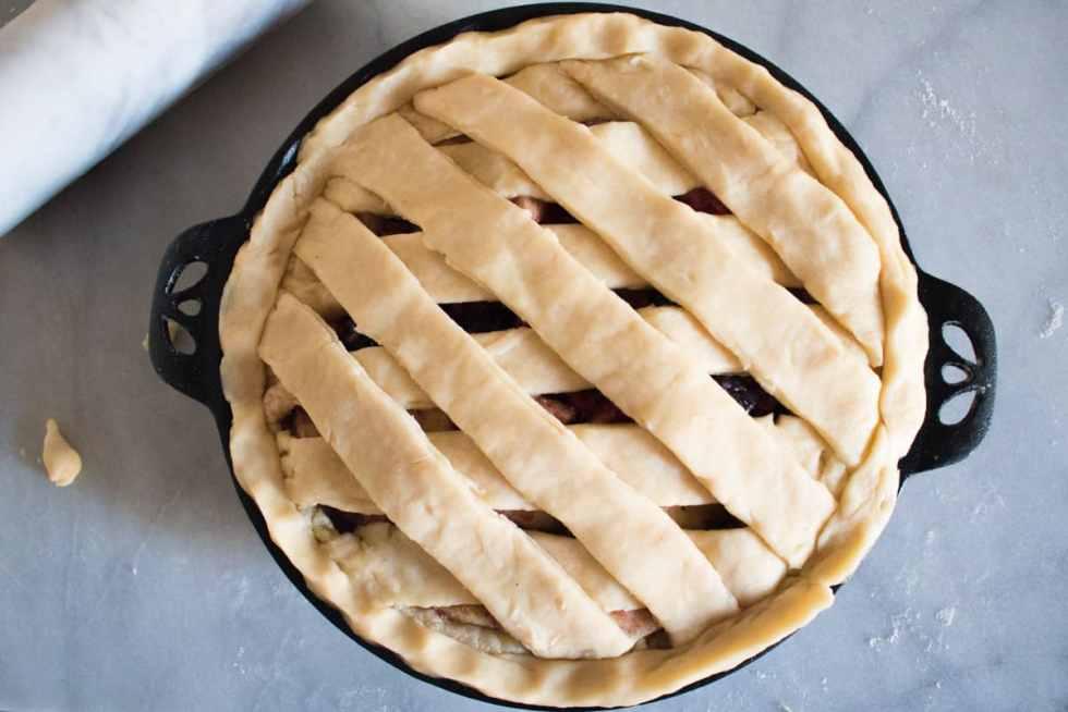 Homemade Apple Berry Pie