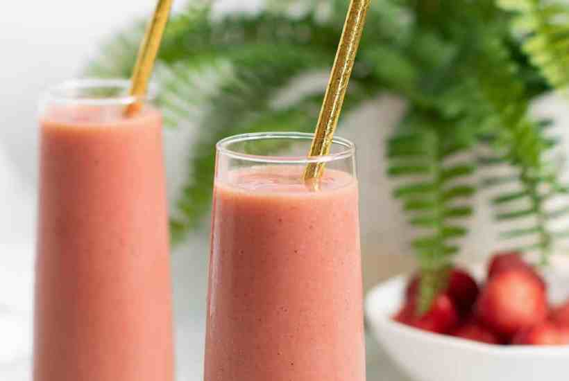 Healthy Pineapple Strawberry + Turmeric Smoothie