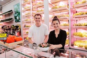 GOOD-BANK-Gründer Ema Paulin und Leandro Bergani im Restaurant