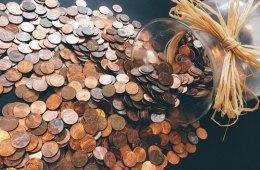 Viel Kleingeld, das verloren geht, wenn die Lohnabrechnung und Gehaltsabrechnung nicht stimmt