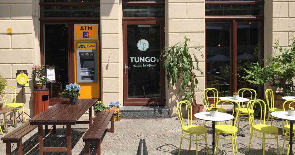 Der Außenbereich des Tungos auf der Oranienburg Str. in Berlin