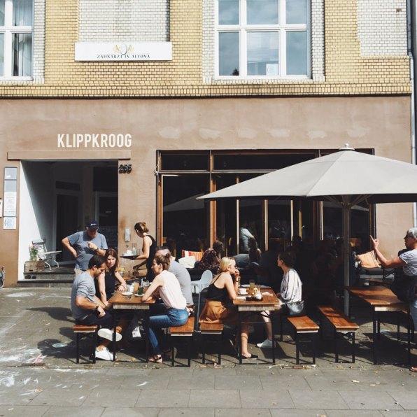Clients assis en terrasse