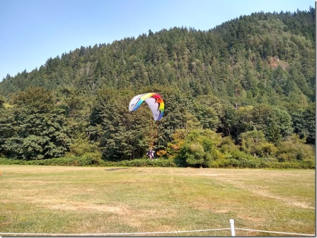 paraglider landing issaquah