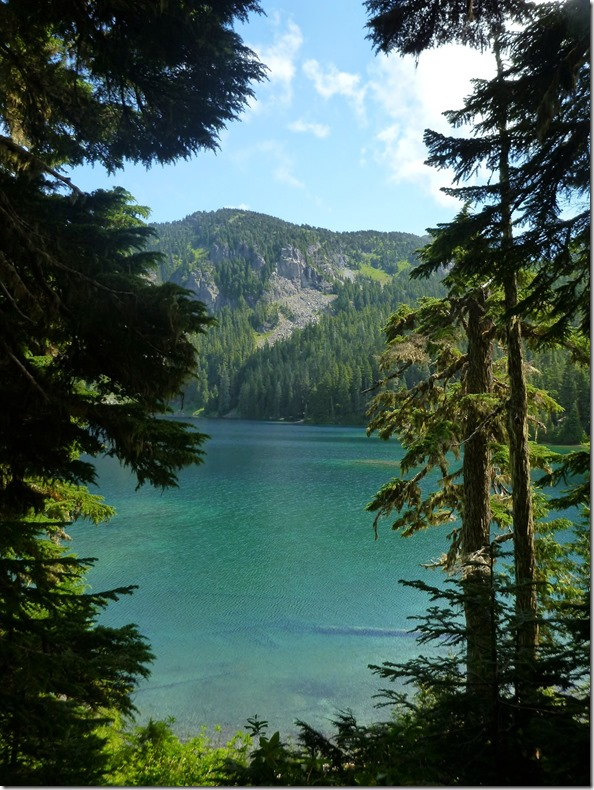 Mowich lake at Mt Rainier National Park
